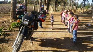 dissipline-post-ceres-policeman-gets-karate-kids-reading-03