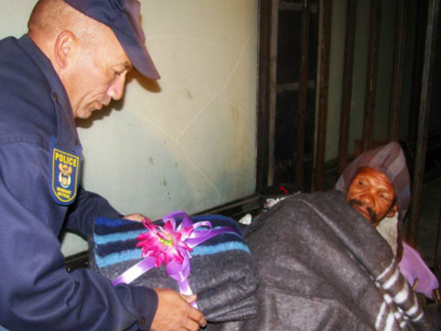 Ceres cop drapes blankets over slumbering street people